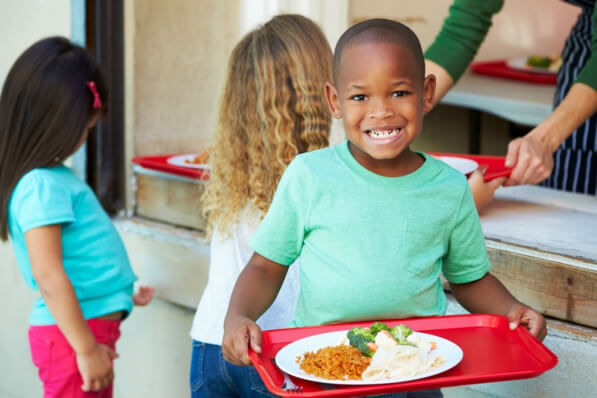 How Organic Meals Prepared At Home and In School Raise Good Children