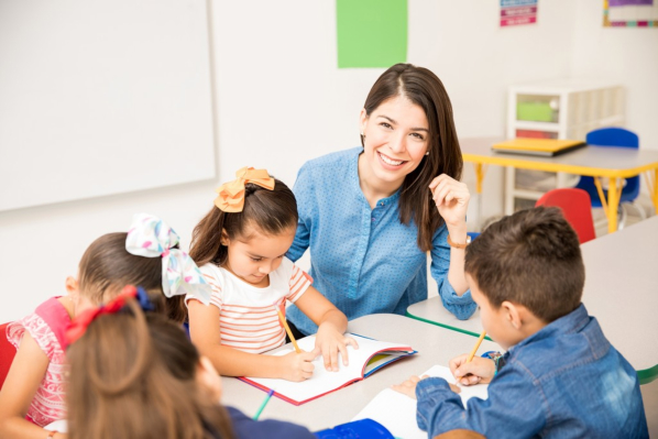 What to Expect from a Children's Bilingual School